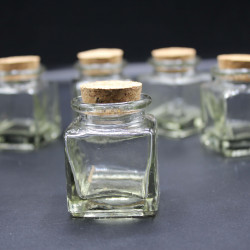 mantar kapaklı kare cam şişe 30 cc (60 adet)