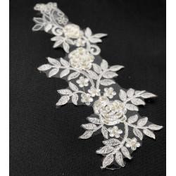 boncuklu çiçekli beyaz dantel aplike